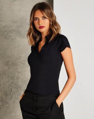 Moteriški įprasto kirpimo marškinėliai su trumpa, išskleista apykakle