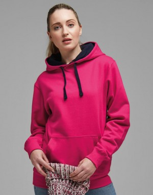 Kontrastingų spalvų džemperis su gobtuvu