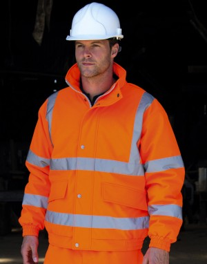 Vyriška saugi, paminkštinta darbo striukė iš vėjui ir vandeniui atsparaus, orui pralaidaus minkšto audinio