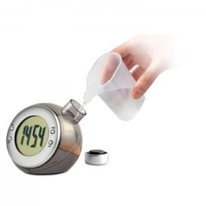 Vandeniu maitinamas LCD stalinis laikrodis