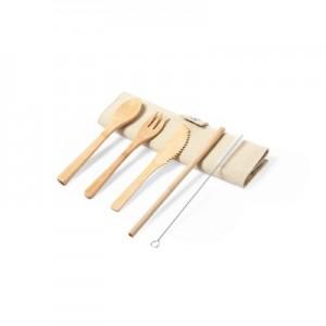 Bambuko stalo įrankiai ir daugkartiniai geriamieji šiaudeliai su skaistinamais skaistalais