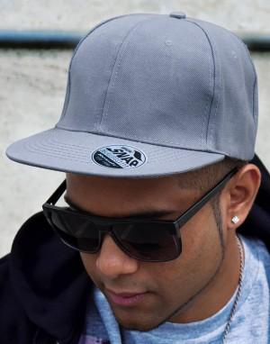 Beisbolo kepurė su plokščiu snapeliu