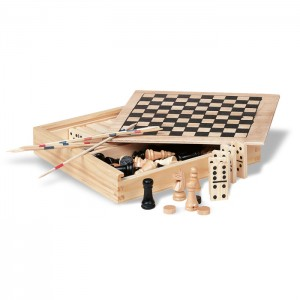 4 žaidimai medinėje dėžėje